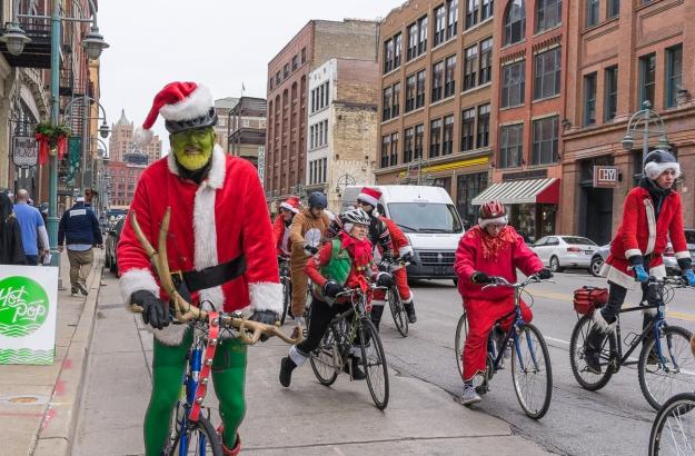 Green Santa, Tipsy Santas